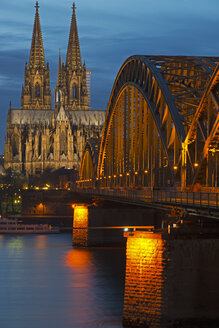 Germany, North Rhine-Westphalia, Cologne, view to Cologne Cathedral and Hohenzollern Bridge at evening twilight - WGF000184