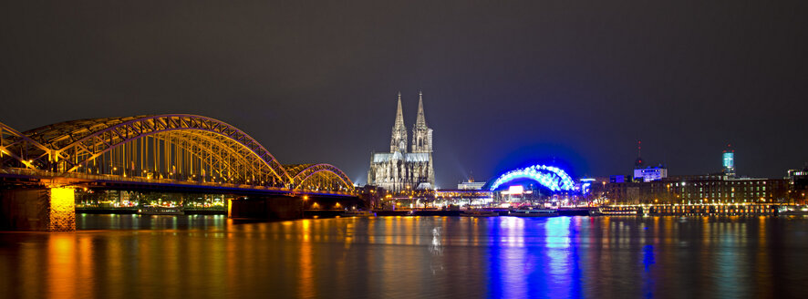 Germany, North Rhine-Westphalia, Cologne, View of Hohenzollern Bridge, Cologne Cathedral and Musical Dome at River Rhine - WGF000182