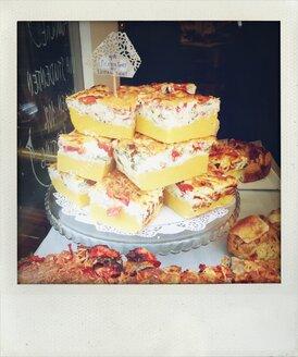 Polenta, tart, savory, cake, cake pieces, drapes, cake plate, Cologne, North Rhine-Westphalia, Germany - FMK001139