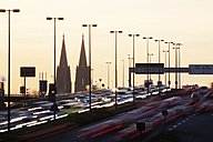 Germany, North Rhine-Westphalia, Cologne Cathedral and rush hour on Zoobruecke at dusk - JATF000526