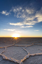 South America, Bolivia, Atacama, Altiplano, Salar de Uyuni at sunrise - STSF000302
