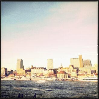 View on the river Elbe and the skyline of Hamburg, Hamburg, Germany - SEF000360