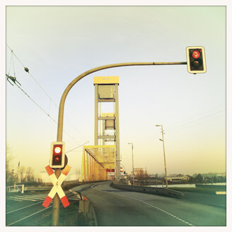 Stop light at Kattwyck bridge, Hamburg, Germany - SEF000347