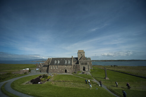 UK, Scotland, Inner Hebrides, Iona, view to Iona abbey - PA000209