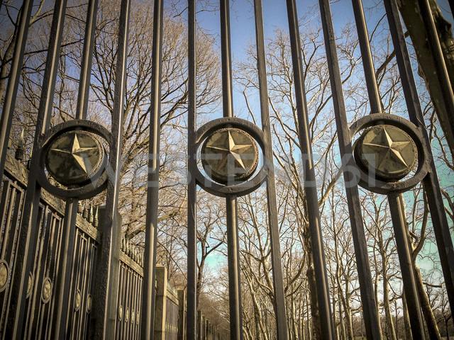 lattice at russian memorial, Berlin, Germany - FB000146