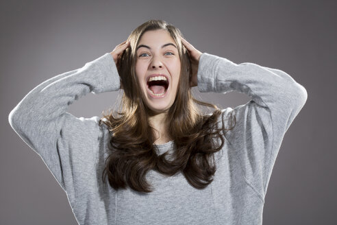 Portrait of screaming young woman, studio shot - MAEF007613