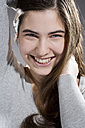 Portrait of smiling young woman, studio shot - MAEF007615