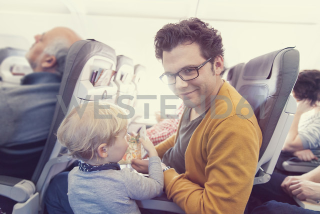 Father with son in airplane - MF000733 - Mareen Fischinger/Westend61