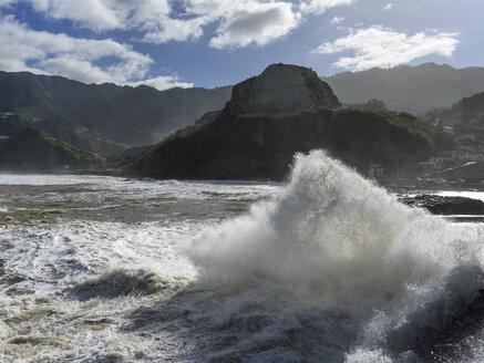 Portugal, Madeira, Porto da Cruz, wave at coast - HLF000351