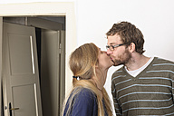 Young couple kissing - LAF000400