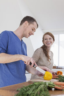 Young couple preparing food - RBF001583