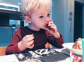 Little boy eating Christmas candy - MEAF000067