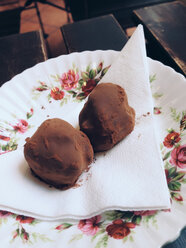 Delicious ginger truffels on plate, Palermo, Sicily, Italy - MEAF000076