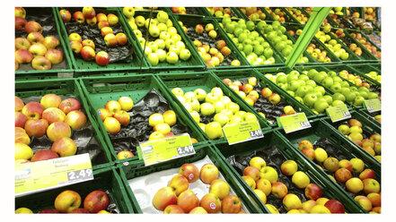 Different apple varieties in the supermarket, Bavaria, Germany - MAE007597