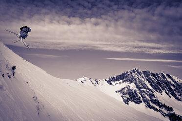 Austria, Tyrol, Kitzbuehel, Man off-piste skiing - FF001391