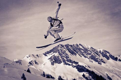 Austria, Tyrol, Kitzbuehel, Man off-piste skiing - FF001393