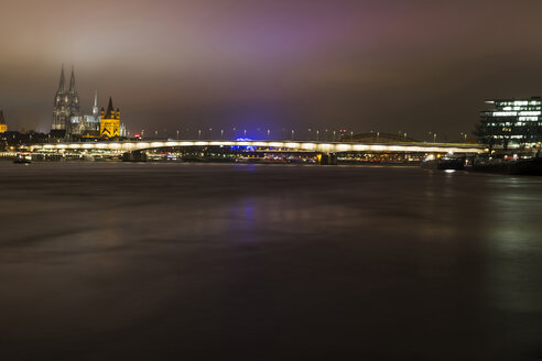 Germany, North Rhine-Westphalia, Cologne, view to Deutz Bridge, Great St Martin and Cologne Cathedral by night - JATF000573