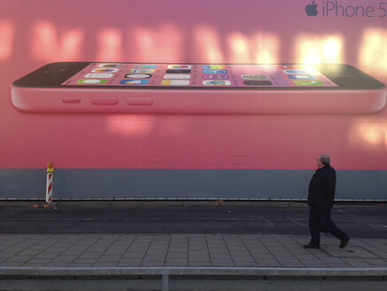 Oversized advertising for the iPhone 5c, Munich, Bavaria, Germany - GS000695