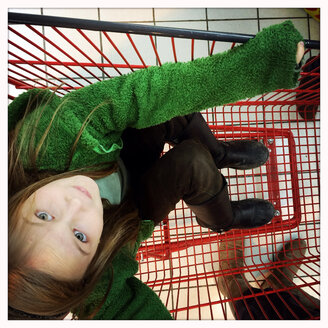 Girls in the shopping cart in a supermarket in Volgelsheim, Alsace, France. - DHL000301