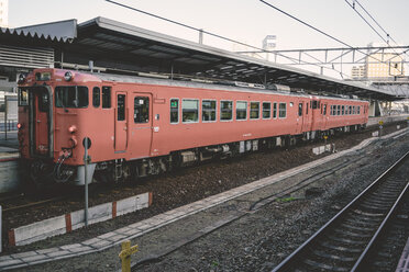 Japan, red local train waiting at railway station - FL000367