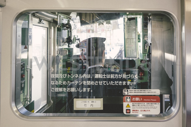 Japan, train driver in a local train - FL000353 - Florian Löbermann/Westend61