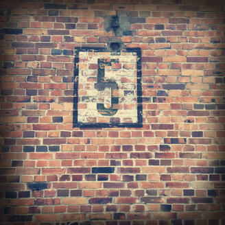 Number 5 - old painted number on industrial times brickwall. Berlin Schoeneweide, Germany. - ZMF000085