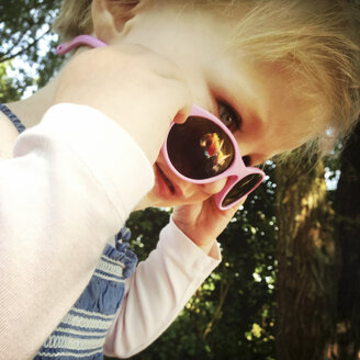 Girl with sun glasses - GSF000714