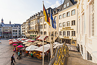 Germany, North Rhine-Westphalia, Bonn, view from old city hall to marketplace with street cafes and restaurants - WD002188