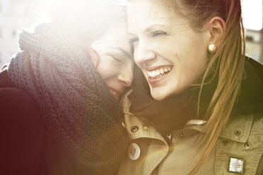Portrait of two smiling young women - FEXF000062