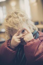 Happy blond boy, portrait - MJF000574