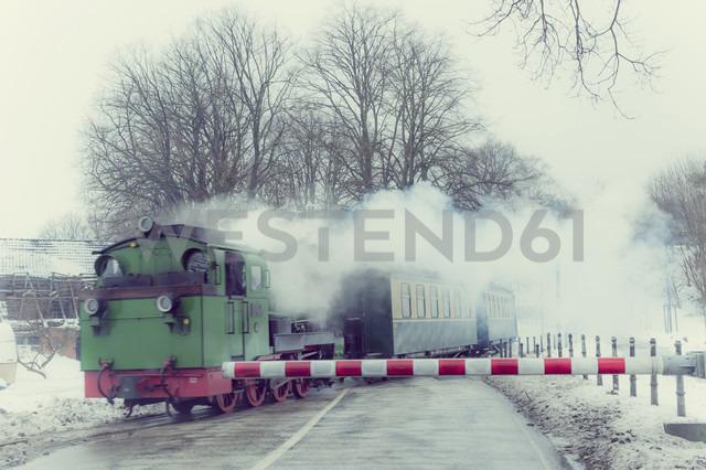 Germany, Mecklenburg-Western Pomerania, Ruegen, Steam train Rasender Roland in winter - MJ000596 - Jana Mänz/Westend61
