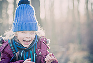 Laughing boy wearing blue woolly hat - MJF000648