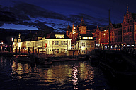 Netherlands, North Holland, Amsterdam, central station at night - HOH000372