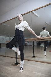 Germany, Bavaria, female ballet dancer at a rehearsal - VTF000066