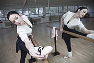 Germany, Bavaria, female ballet dancer at a rehearsal - VTF000069