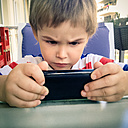 Toddler totally absorbed by his Smartphone, Germany, Berlin - MVC000068