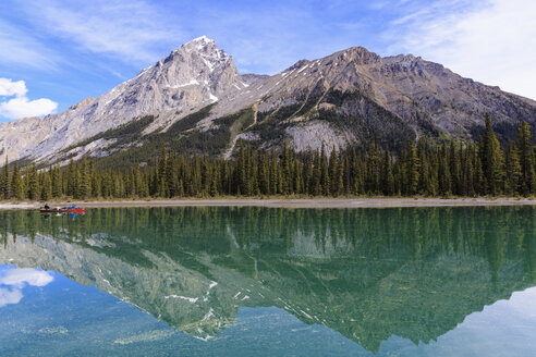 Canada, Alberta, Jasper National Park, Maligne Mountain, Canoe on Maligne Lake - FO005756