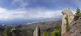 Spain, Canary Islands, View over Aridane valley, rocks at volcano Tajuya - SIEF004993