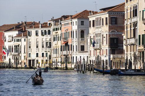 Italy, Venice, Gondola on Canale Grande - FO005804