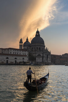 Italy, Venice, Canale Grande, Church Santa Maria della Salute at sunset - FO005818