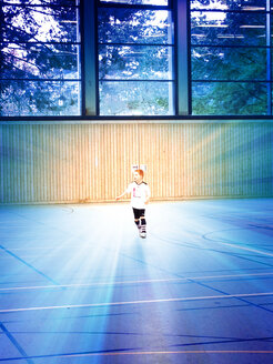 Boy playing football, Germany, Baden-Wuerttemberg, Radolfzell - JEDF000115