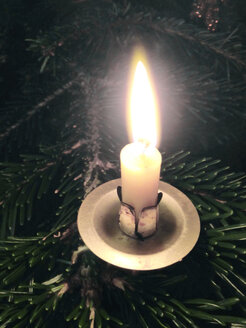 Candle on a Christmas tree - JEDF000125