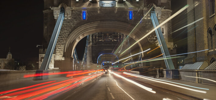 United Kingdom, England, London, Tower Bridge, traffic at night - JB000004