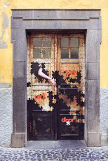 Portugal, Madeira, Funchal, painted door - VT000072
