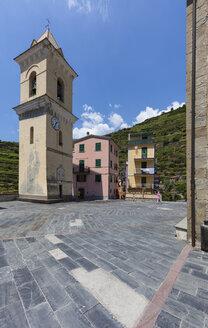 Italy, Liguria, La Spezia, Cinque Terre, Manarola, view to square and church - AMF001748