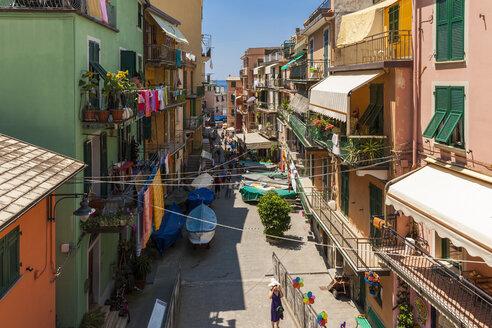 Italy, Liguria, La Spezia, Cinque Terre, Manarola, view to alley with residential houses - AMF001771