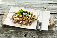 Chicken filet with leaf spinach, ewe's cheese and spelt pasta - MAEF007677