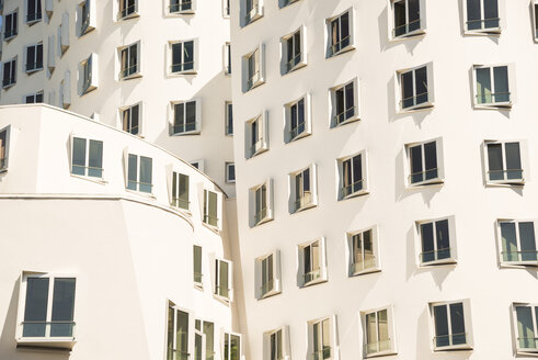 Germany, North Rhine-Westphalia, Duesseldorf, Media Harbour, part of facade of office building - WG000211