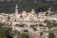 Spain, Balearic Islands, Mallorca, Valldemossa, S'Arxiduc, View to village with church - THA000024