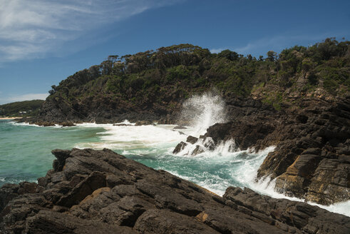 Australia, Seal Rocks, Rocks, surging billow - FBF000188